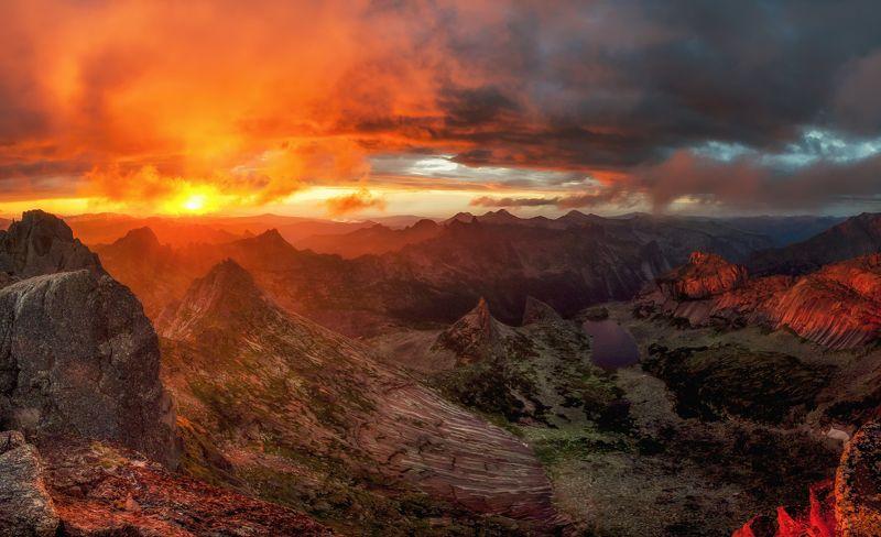 ергаки, закат, солнце, небо, пейзаж, россия, сибирь, горы, панорама Полыхающие небесаphoto preview
