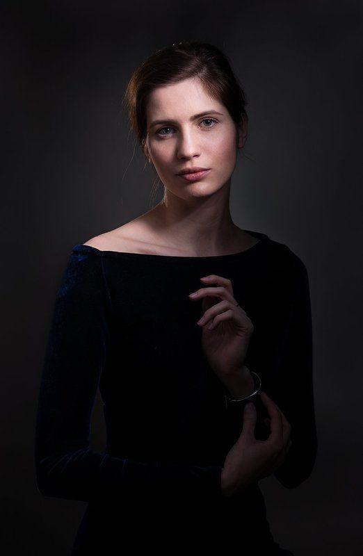 портрет, классический, студия, свет, живописный, фотоателье, art, beauty, davydov, romantic, взгляд, настроение, созерцание, задумчивость, романтический, нежный, девушка, естественный, натуральный, низкая тональность Портрет Ниныphoto preview