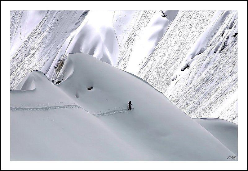горы лавины человек. Один.photo preview