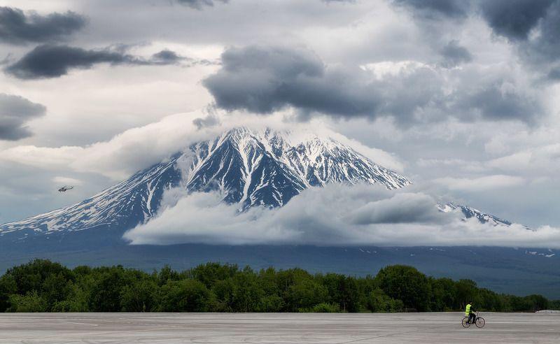 аэропорт елизово, камчатка, лето, вулкан корякский, самолёт взлётная полосаphoto preview