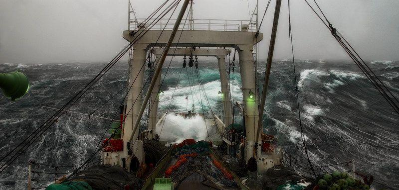 рыбалка,шторм, судно, корма, берингово море, осень штормphoto preview
