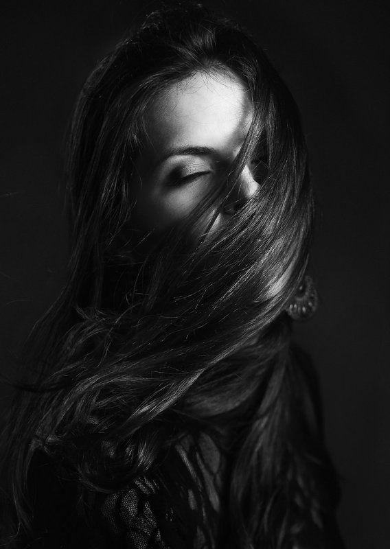 портрет, фотостудия, лицо, волосы, ветер, девушка, монохромная, свет, black and white, art, fine art, beauty, glamour, davydov Из цикла Другие портреты...photo preview