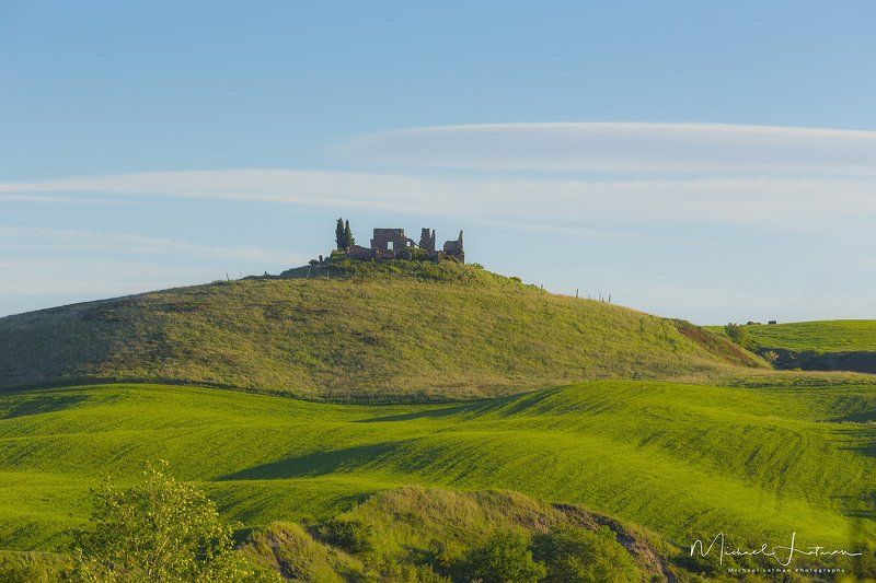 tuscany,italia,spring,green,hill,house, old, destroyed,grass,sky Nil permanent sub sole...photo preview