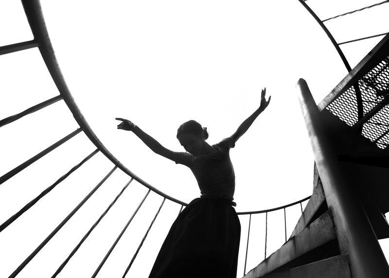 девушка, танец, геометрия, свет Внутренний внешний.photo preview