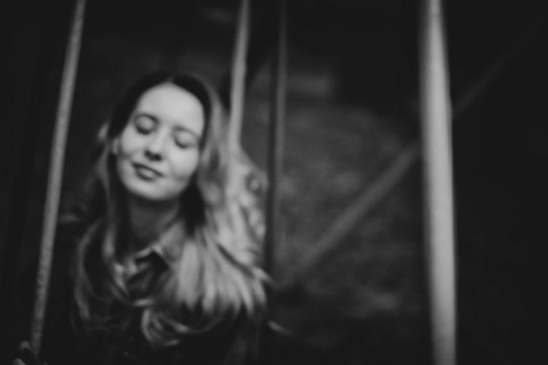 черно-белая, портрет Ветер с запахом Детстваphoto preview
