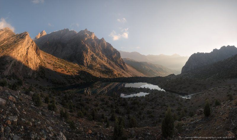 фанские, горы, озеро, пейзаж, таджикистан, лето, природа, туризм, путешествия, взгляд, зеленый, красивый, долина, азия, походы, синий, небо, панорама, вода, фон, центральный, открытый,  отражение, парк, национальный, пик, дикий, холм, живописный, утро, яс Таджикистан. Фанские горы. Утро на Алаудинском озере.photo preview