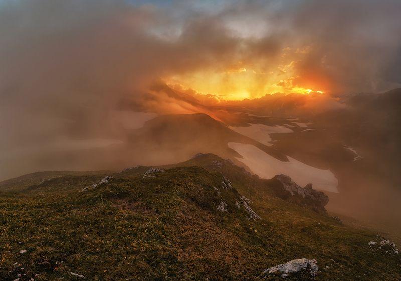 закат,оштен, пупырь ежа, рассвет, туман, облака, горы, Закатphoto preview