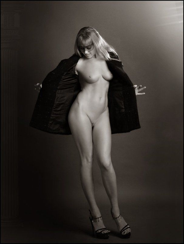 nude, studio, black, white ---= ooops =---photo preview
