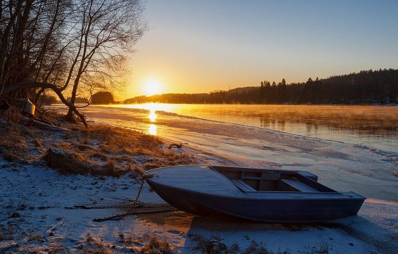 зима,утро,рассвет,река,берега,лодка,пейзаж,мороз Холодное утро,морозный рассвет...photo preview