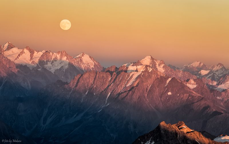 landscape, travel, mountain, moon, kavkaz, эльбрус, кавказ, горы, пейзаж, путешествия луна над кавказким хребтомphoto preview