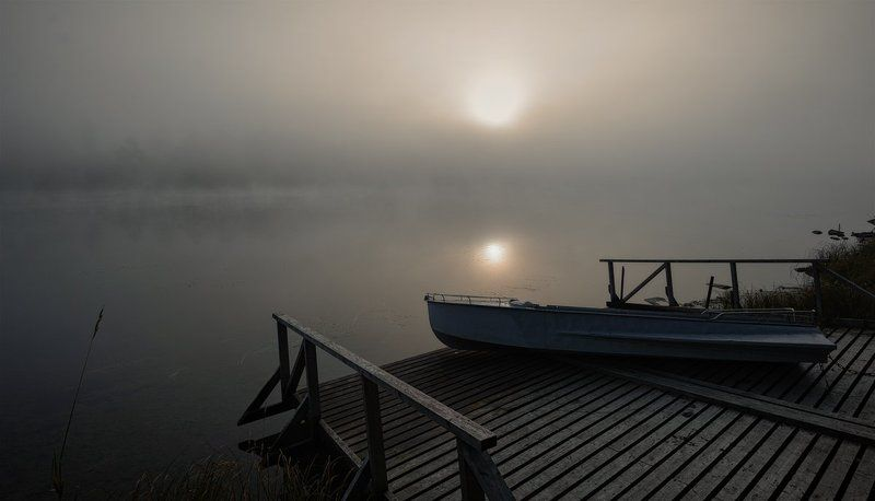 осень,туман,вода,лодка,пейзаж,солнце В тумане сонном солнце поднималосьphoto preview