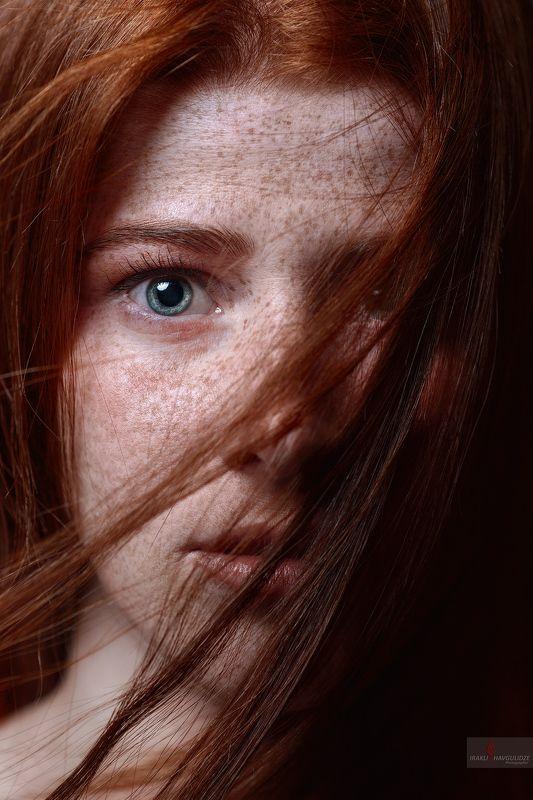 портрет, рыжая, студия, Грузия, Тбилиси Песнь Льда и Пламениphoto preview