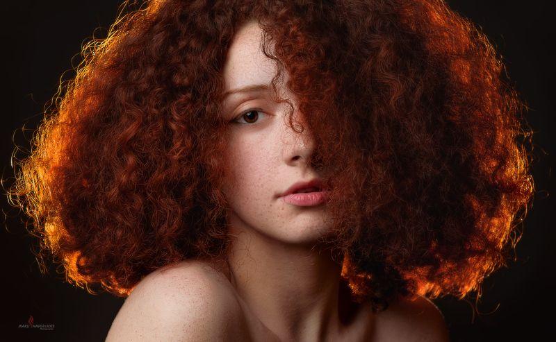 студия, Грузия, портрет, рыжая Девушка в красномphoto preview