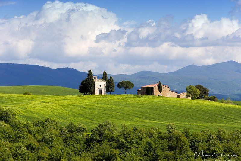 tuscany,italia,spring,green,hill,house, old, grass,sky.hills,beauty Classical Tuscany (Capella di Vitaleta)photo preview
