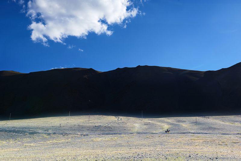 Монголия, горы, всадник, облако Домой...photo preview