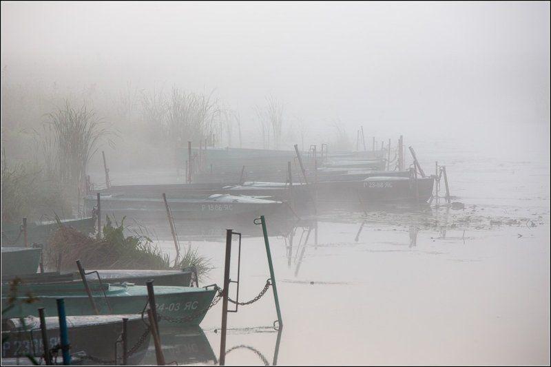 Россия, Ярославская обл, Ростов Лодки в туманеphoto preview