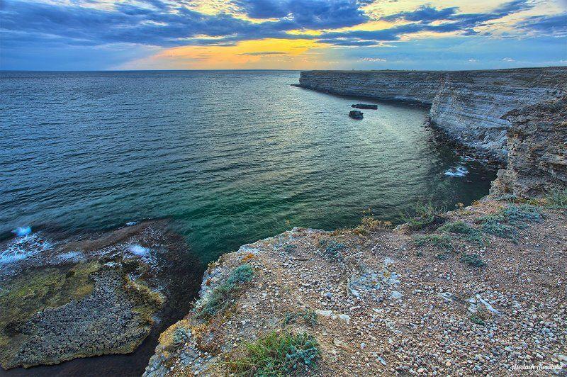 крым, тарханкут, закат, небо, море, скала, вечер, тепло, облака Закат на мысе Тарханкутphoto preview