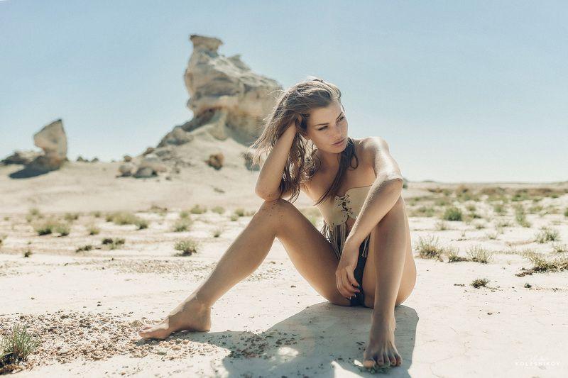 Жара, солнце, пустыня, девушка, природа Жарко здесь!photo preview