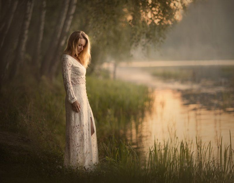 девушка, озеро, закат на закате дняphoto preview