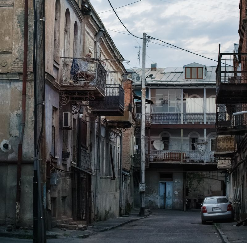 старый тбилиси, старик, гавана Кубинские мотивы в Старом Тбилиси.photo preview