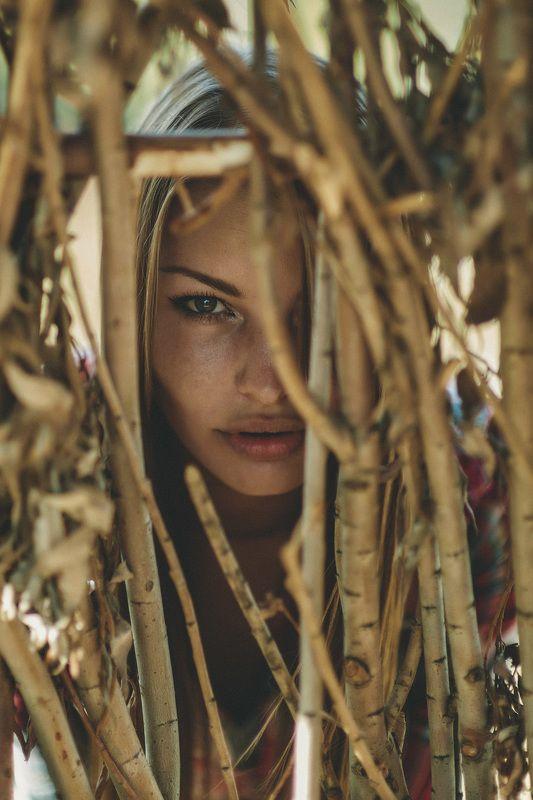 Портрет, девушка, взгляд Смотришь глубжеphoto preview