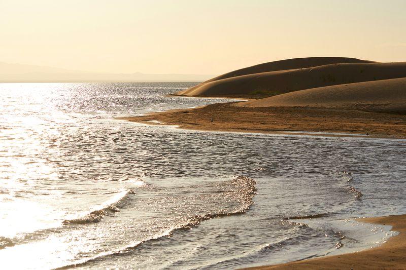 солнце, вода, песок, монголия Солнечный берегphoto preview