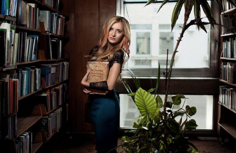 Мариела в библиотекеphoto preview
