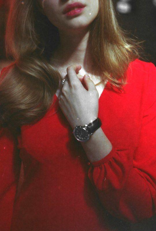 пленка, девушка, нежность, красный Нежностьphoto preview