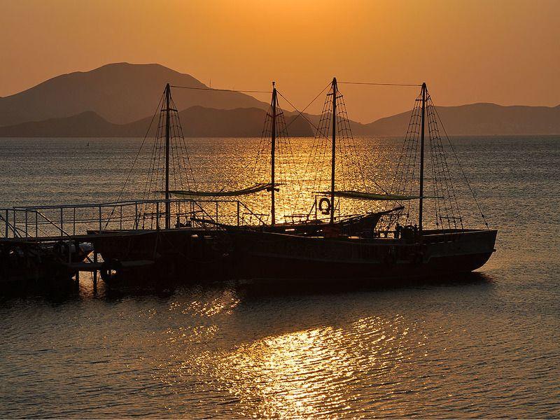 море,утро,корабли, Два коробляphoto preview