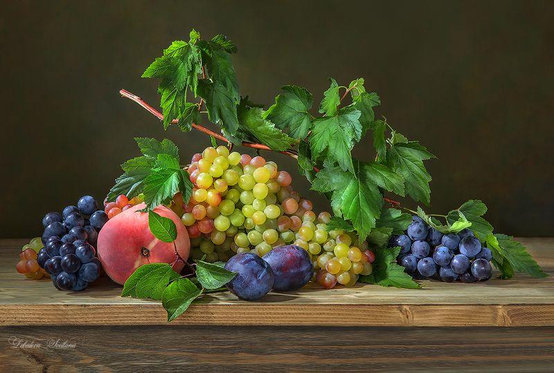 виноград,фрукты,сливы С виноградомphoto preview