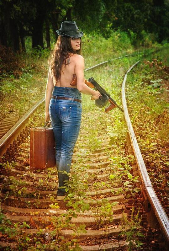 девушка,железная дорога,путешествие,природа,пейзаж The girl on the railwayphoto preview