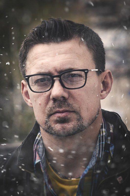 портрет,мужчина,парень,очки,снег,жанр,стрит,взгляд,глаза ***photo preview