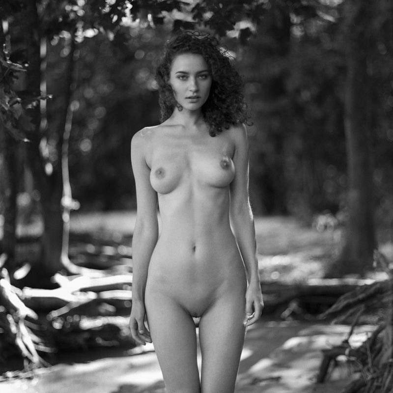 akt, nude, analog, women, hasselblad, ninoveron, topless, fineart, bw, 6x6, Agaphoto preview