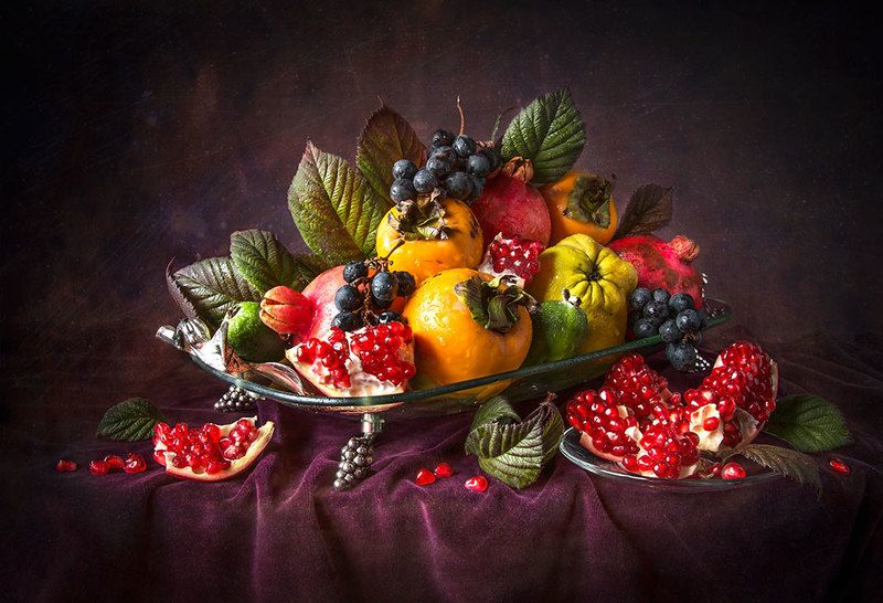 красивый натюрморт с фруктами,виноград,гранаты,хурма,художественное фото,искусство,творчество. Фруктовое ассорти.photo preview