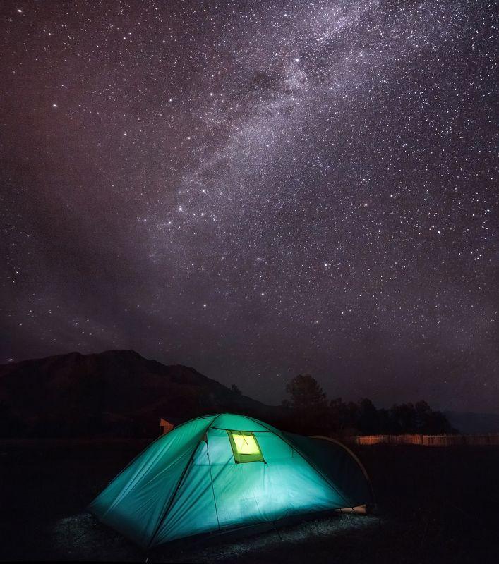 Алтай, пейзаж, звёзды, небо, горы, млечный путь, Россия, палатка, ночь Многозвёздочный отельphoto preview