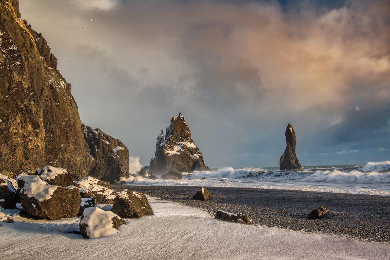 Рейнисдрангар, Пальцы Тролля, Исландия Рейнисдрангарphoto preview