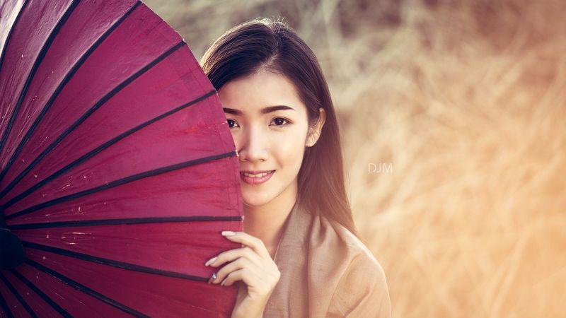 portrait,woman,Thai,smile,red, Smilephoto preview