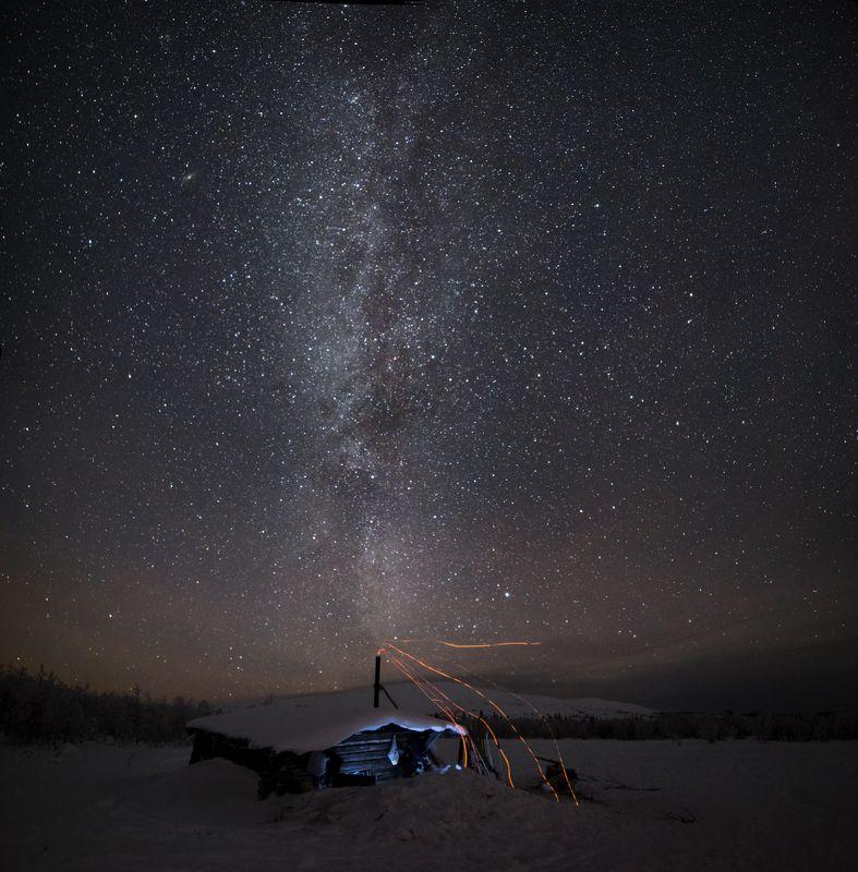 ночь, звезды, север, избушка, искры, млечный путь, зима, снег, северный урал, антон селезнев, звездный дым Где-то на краю Галактики...photo preview