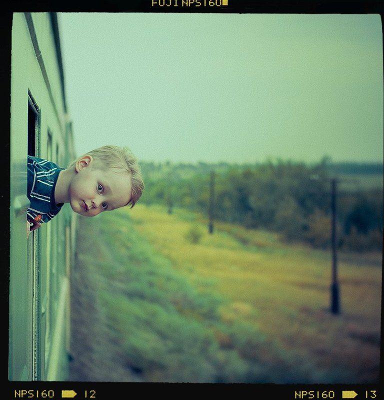 мальчик, поезд, ветер, портрет, юг, пленка, средний формат Exterior portraitphoto preview