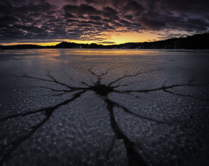 ice,surface,shape,winter,night,evening,late night,natural,nature,norway,jonsvatnet,norwegian, Crackphoto preview