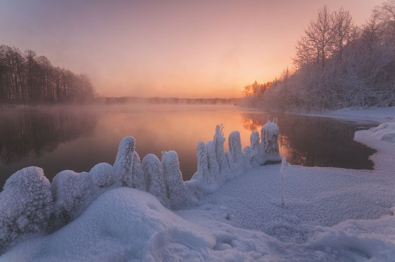 россия, подмосковье, утро, рассвет, зима, шатура, мороз, иней, пар, вода, озеро, солнце, свет, снег, небо Утро цвета персикаphoto preview