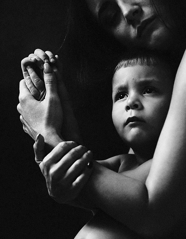 материнство, семейный портрет, черно-белая В окружении любвиphoto preview