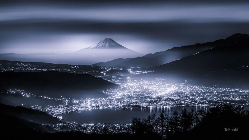 Fuji,Japan,mountain,lake,night,light,cloud,water,amazing,fantastic,wonderful,beautiful, Beyond the Mistphoto preview