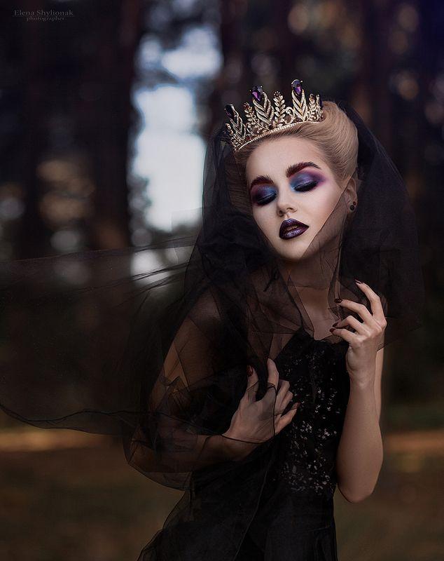 Dark Queen, темная кеоролева, мистика, сказка, кинжал, корона, черное, фея, модель. красивая девушка Dark Queenphoto preview