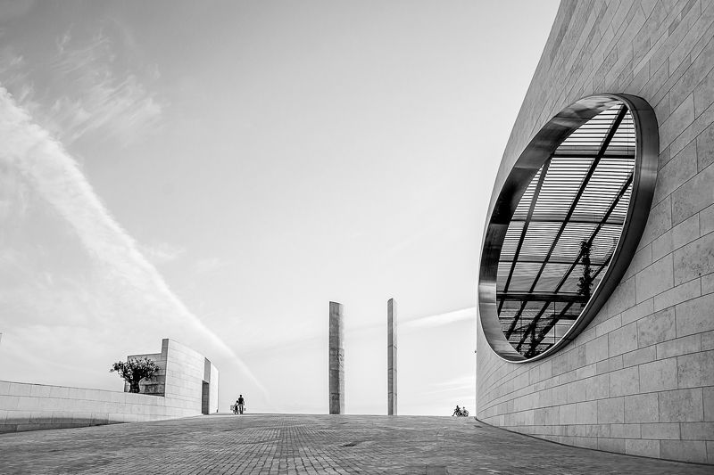 bnw, high key, architecture, art, people, street, city, cityscape, building, lines, curves, convergence, bnw moods Champalimoud foundationphoto preview