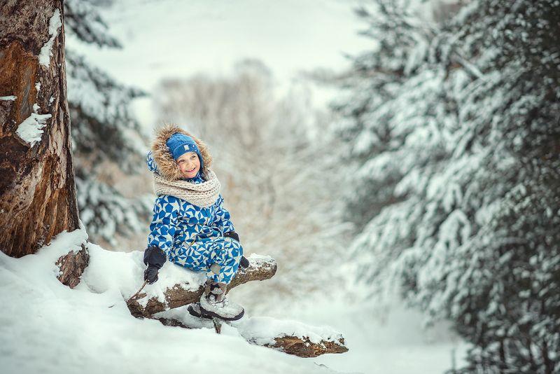 зима лес дети мальчик детсво снег счатье радость улыбка ...photo preview