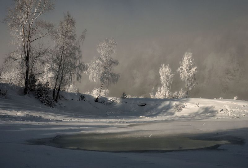 мороз. берег. изморозь. Холодный рассвет.photo preview