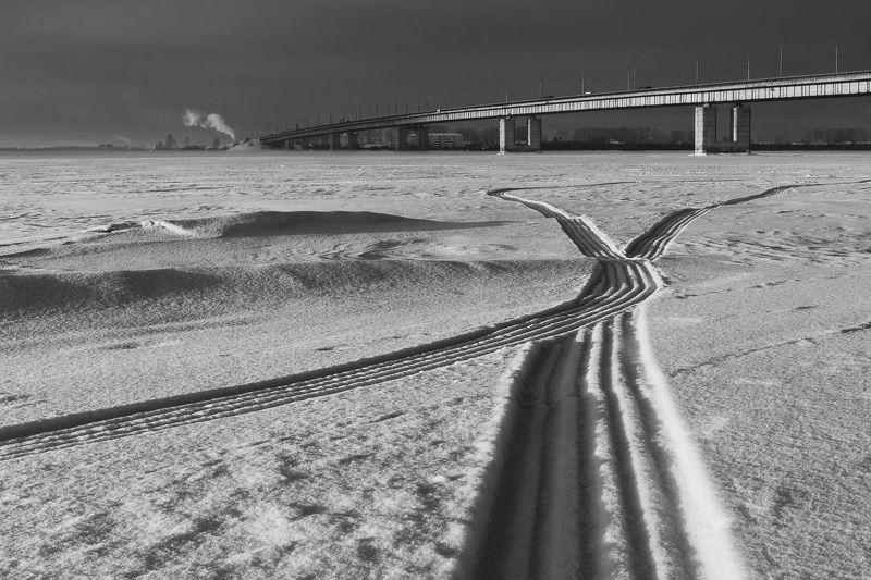 зима город река следы мост Пересеченияphoto preview