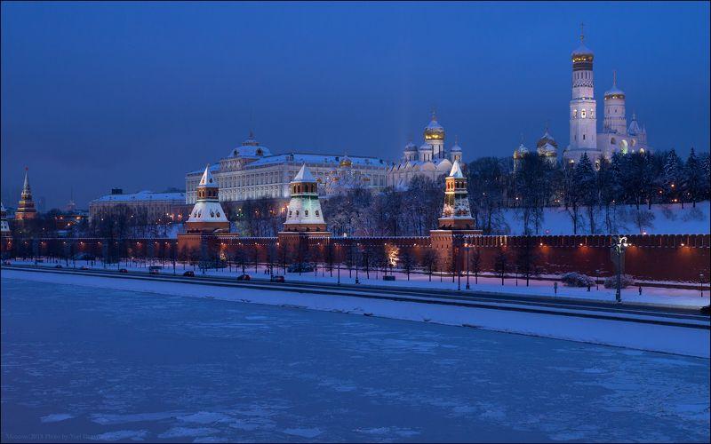 Москва, город, Кремль, зима, утро, река, снег, колокольня Московский Кремльphoto preview