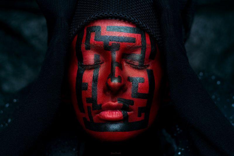 концепт, портрет, люди, человек, девушка, лабиринт, вопрос, текстура, студия, красный, фейсарт, бодиарт, креатив, фотокузница, ivankovale Who am I?photo preview